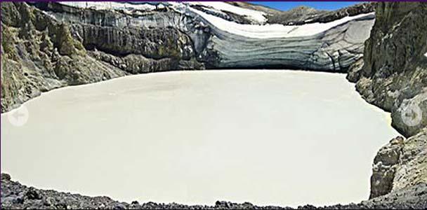 crater del volcan copahue- copahue