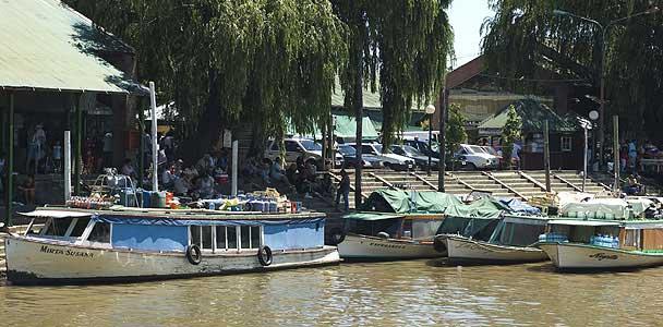 Puerto de Tigre: salida de lanchas colectivas